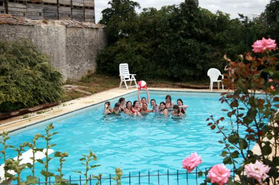Le groupe dans la piscine
